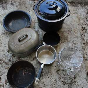 Lot # 329 pots and pans cast-iron aluminum stainless steel graniteware seven pieces
