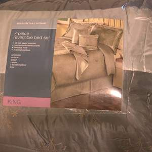 Lot # 368 king size essential home 7-piece comforter set bed skirts two shams a throw into pillows