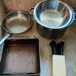 Lot # 382 lot of four pieces of kitchen pot very nice glass dish knives