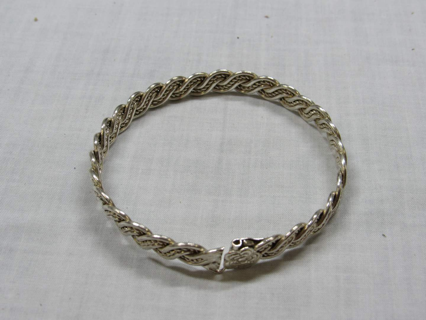Lot # 113  Great sterling silver cuff bracelet (with catch) (main image)