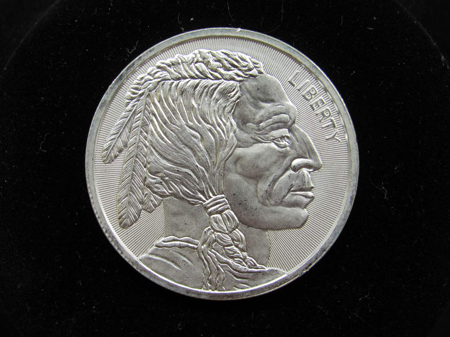 Lot # 125  Indian & Buffalo one Troy Ounce silver round .999 BU condition (main image)