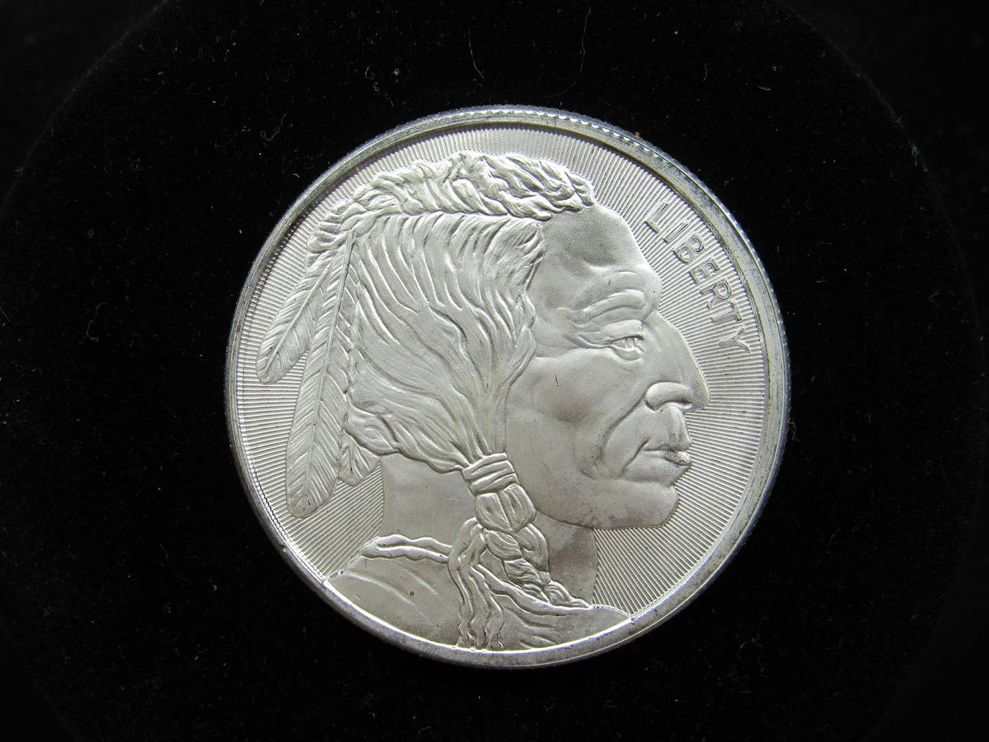 Lot # 126  Indian & Buffalo one Troy Ounce silver round .999 BU condition (main image)