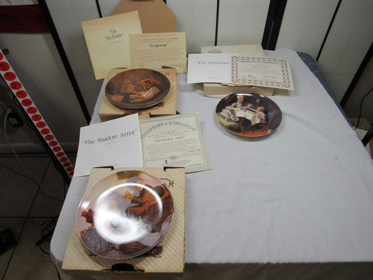 Lot # 22  3 Collector Plates with box & paperwork (main image)