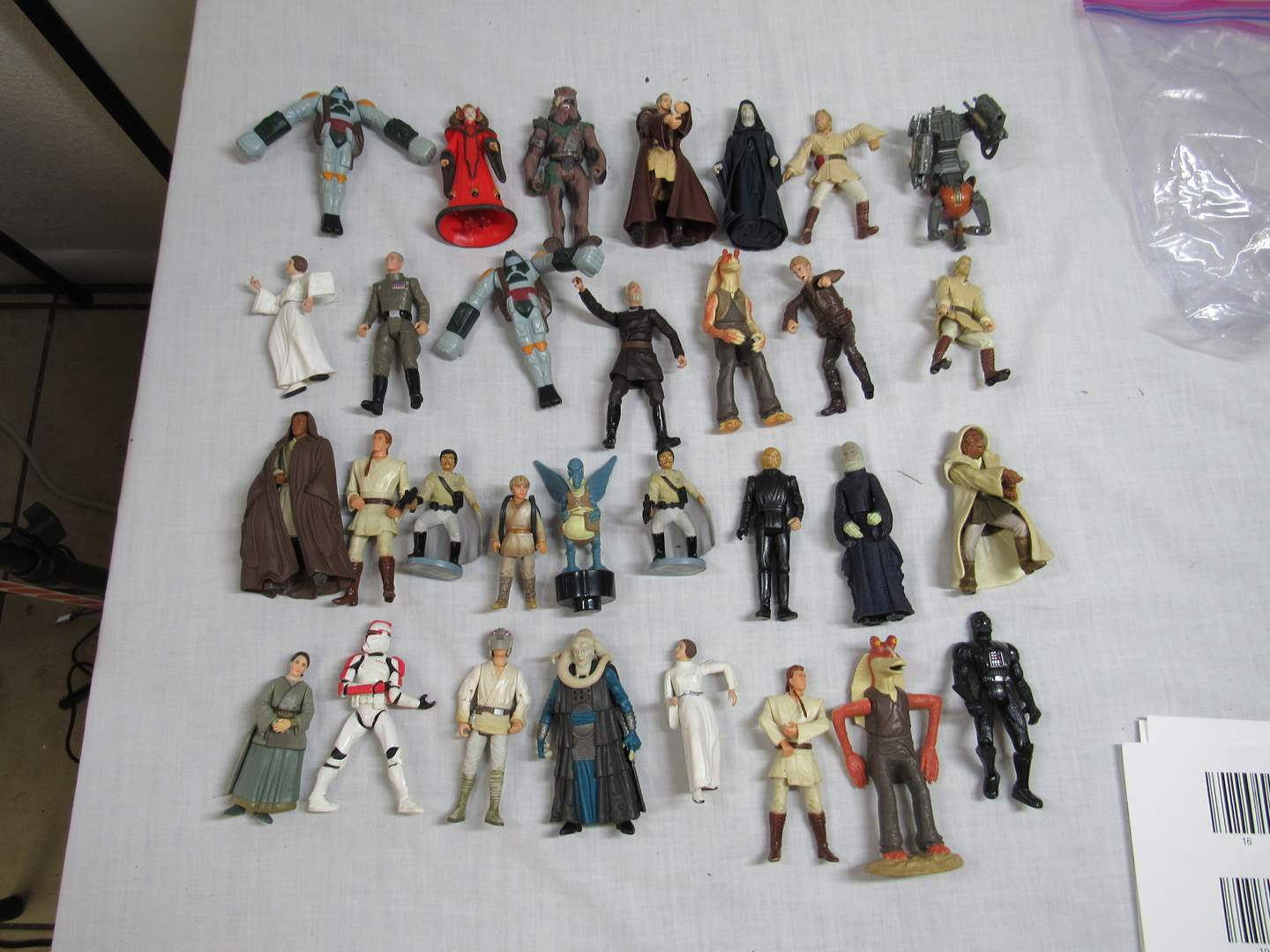 Lot # 28  LARGE Collection Star Wars  (main image)