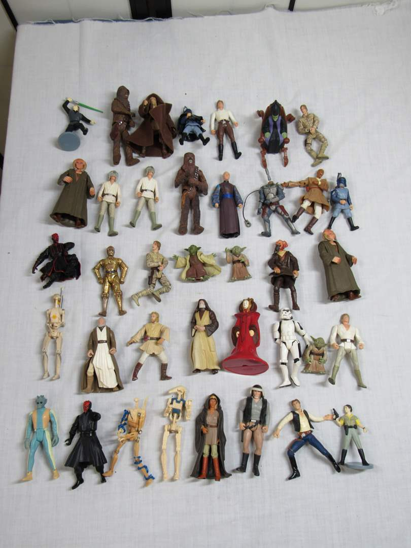 Lot # 32  LARGE Collection Star Wars  (main image)