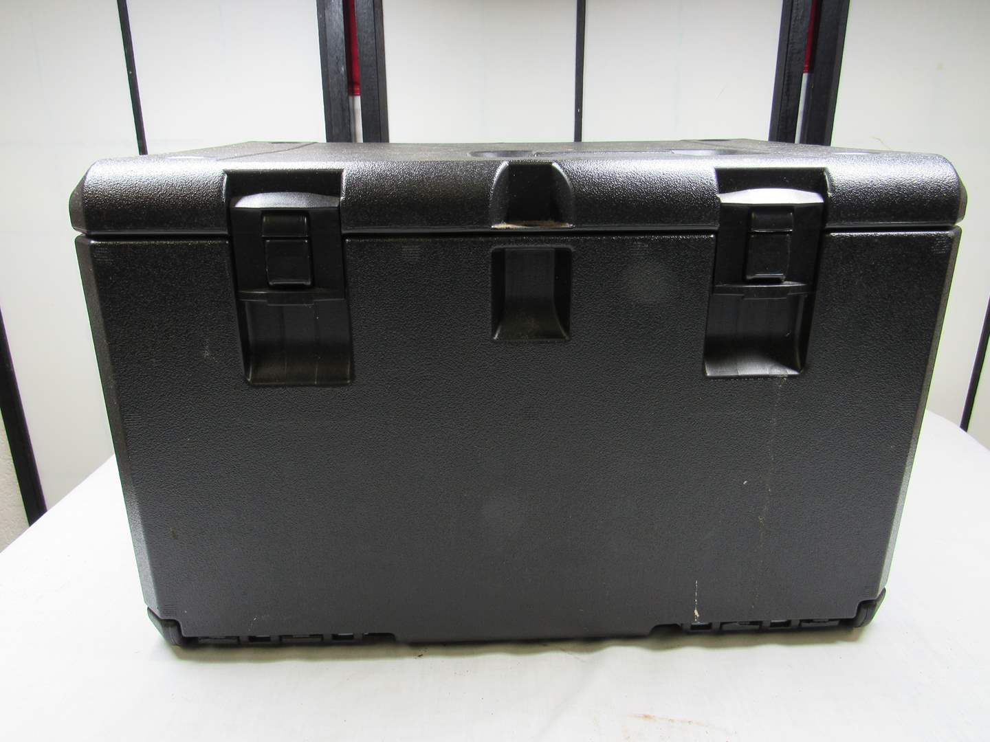 Lot # 242  Great heavy duty chain saw case with blade protector (main image)