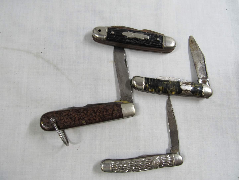 Lot # 269  Grouping of pocket knives (main image)