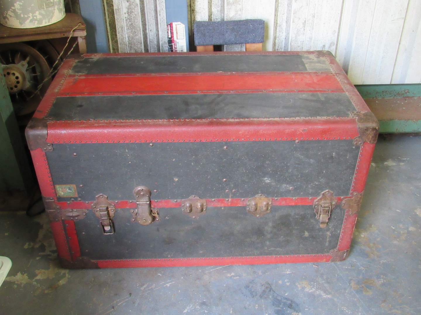 Lot # 51  Absolutely AMAZING Antique Steamer trunk (one of the nicest I've had in years) Look closely at the pictures (main image)