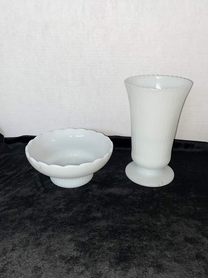 Lot # 83 Brody Vase & Brody Candy Dish