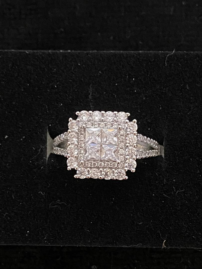 Lot # 104 Gorgeous Sterling Silver Ring - Size 9