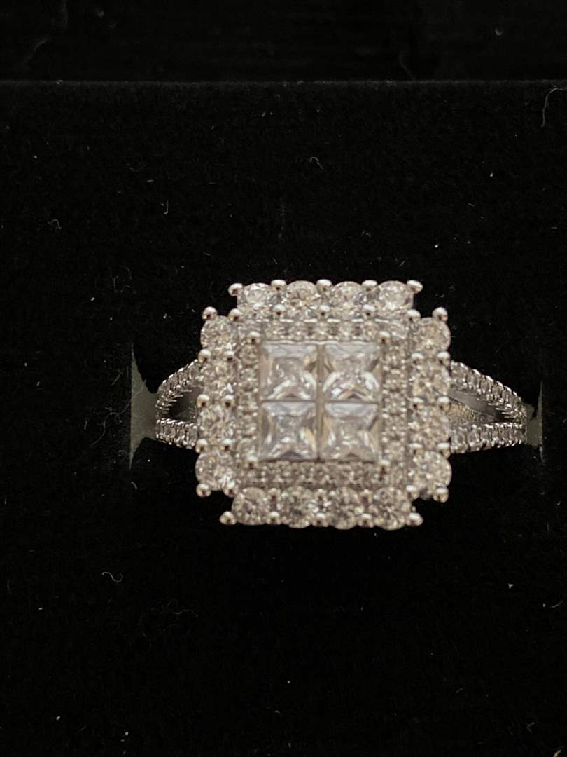 Lot # 108 Gorgeous Sterling Silver Ring - Size 9