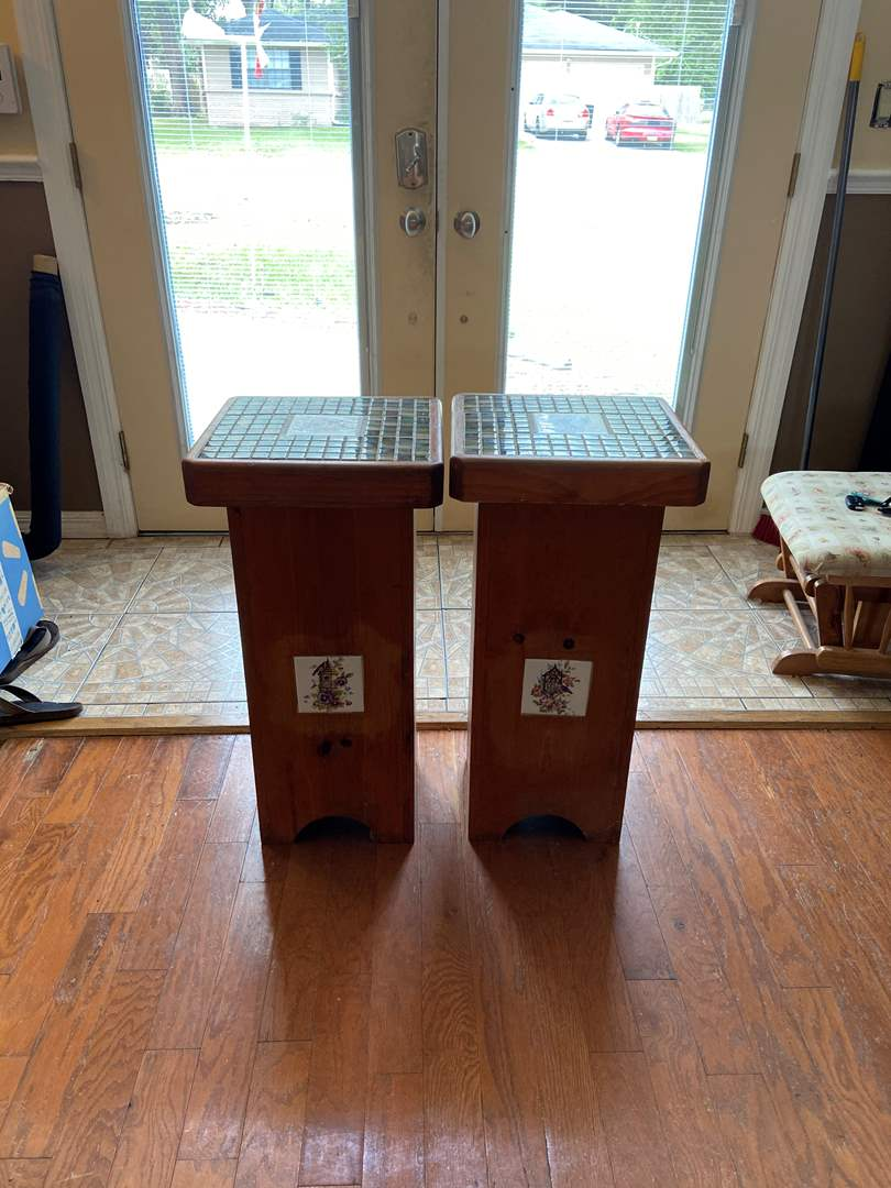Lot # 120 Set of Beautiful Wood End Tables w/ Tile Top