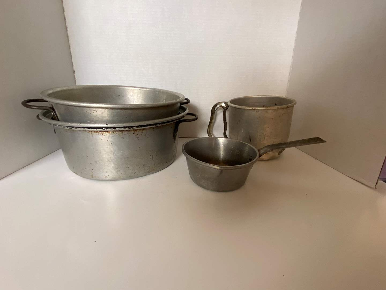 Lot # 134 (3) Aluminum Pots & Sifter