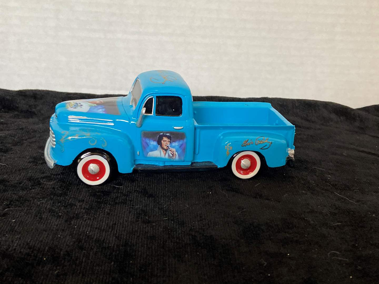 Lot # 190 Runaway with Elvis 1:36 Scale Truck Rolling with Elvis