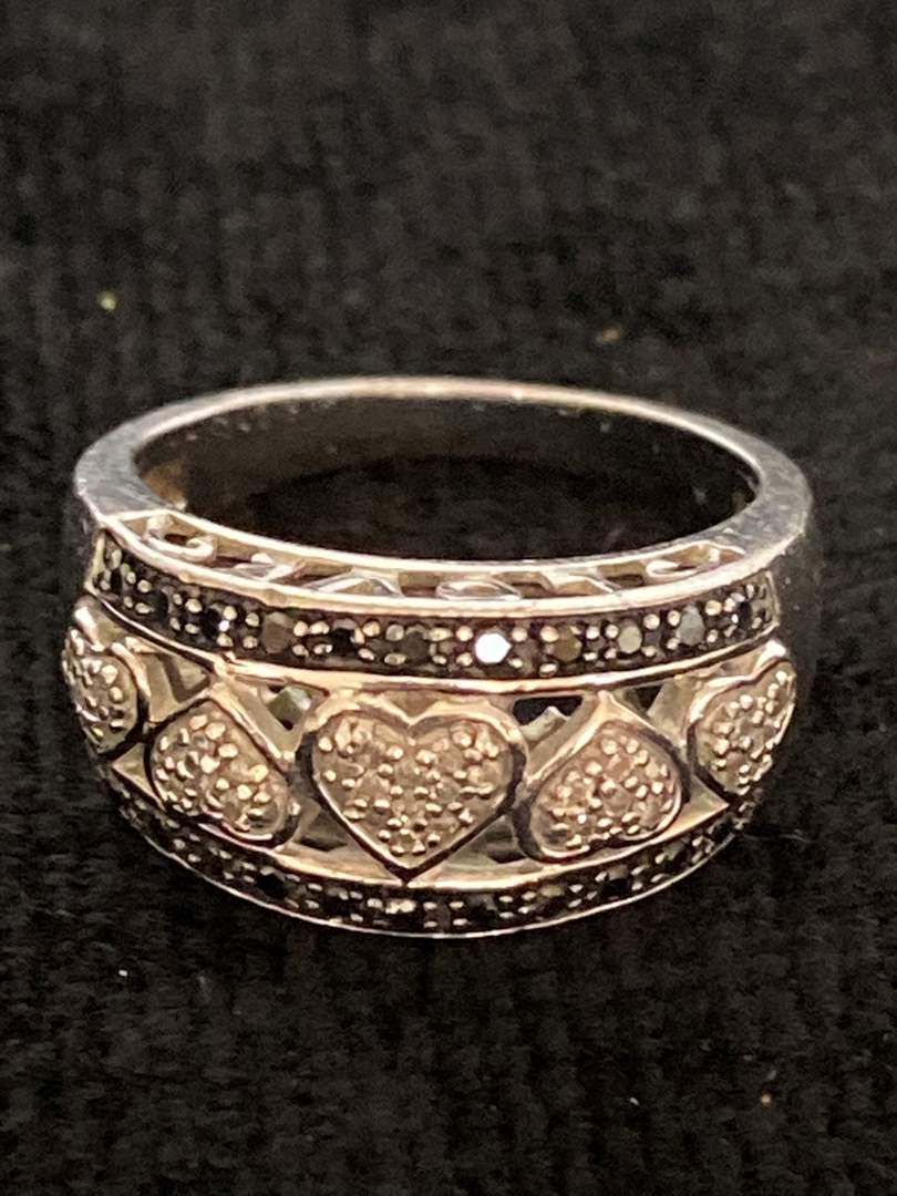 Lot # 199 Gorgeous Sterling Silver Heart Ring - Size 7