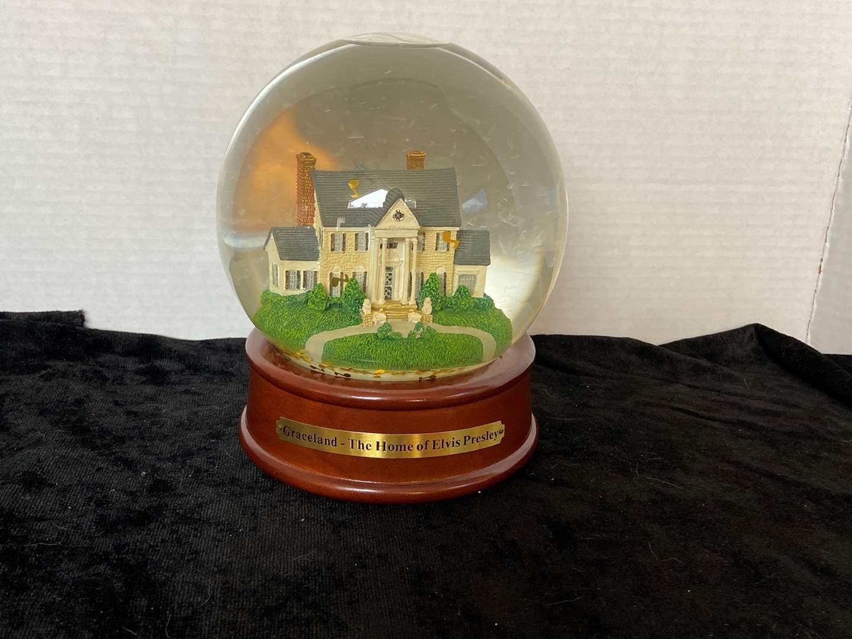 """Lot # 247 Vtg Musical Snowglobe of Elvis Presley's Graceland Mansion that plays """"Love me Tender"""""""