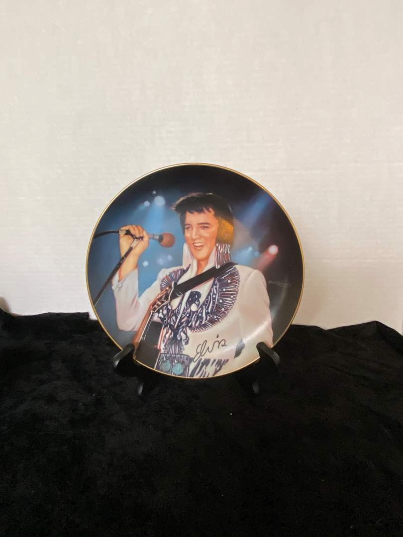 Lot # 248 Plate Remembering Elvis Presley Collection The Phoenix By Nate Giorgio w/ Stand
