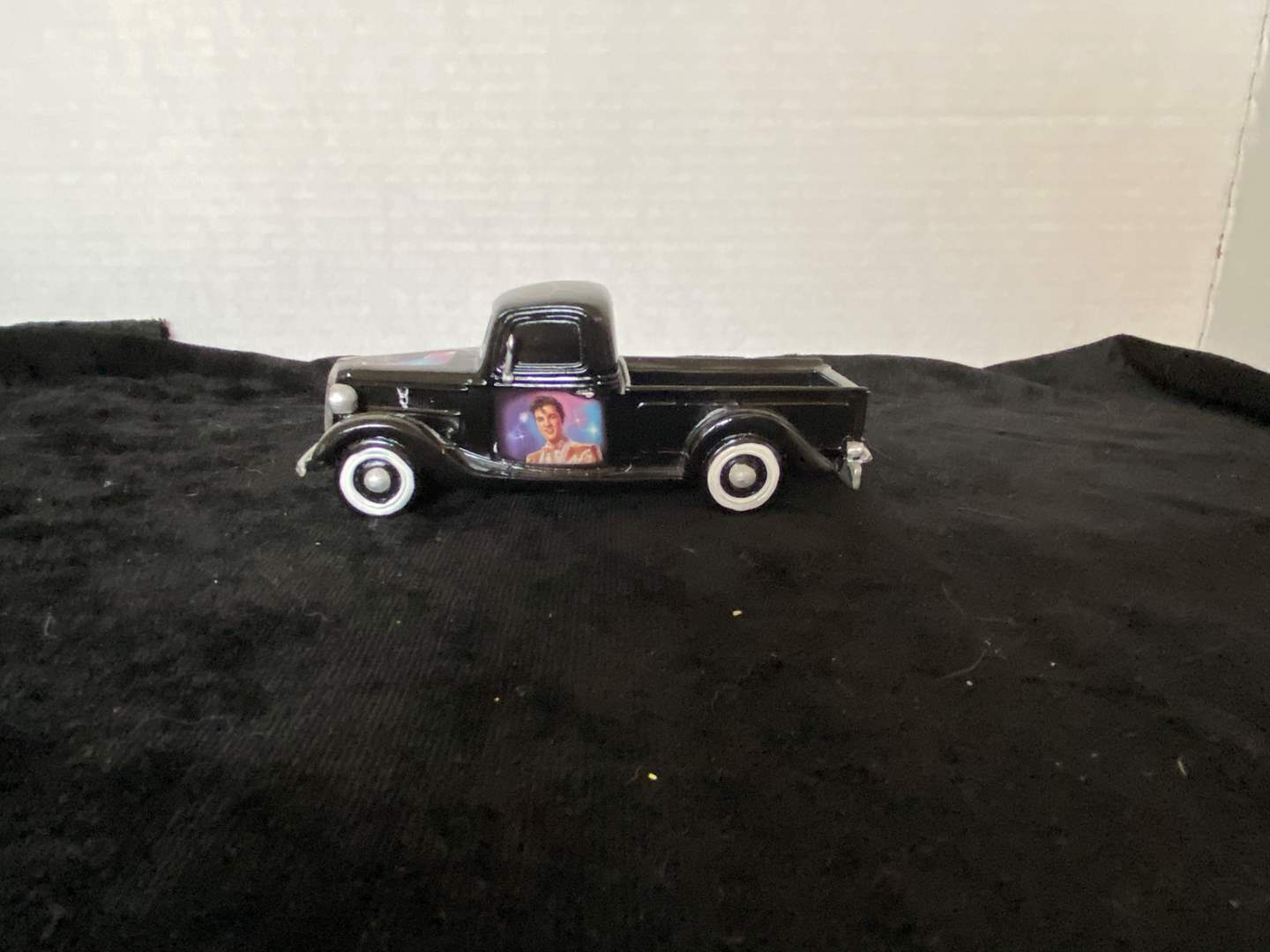 Lot # 257 Hamilton Collection Trucks - 1:36 Scale - #1 Rock N' Rolling With Elvis