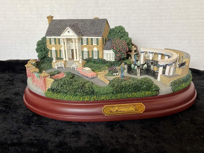 """Lot # 258 Hawthorne Village Elvis Graceland """"His Memory Lives On""""  Elvis Presley"""