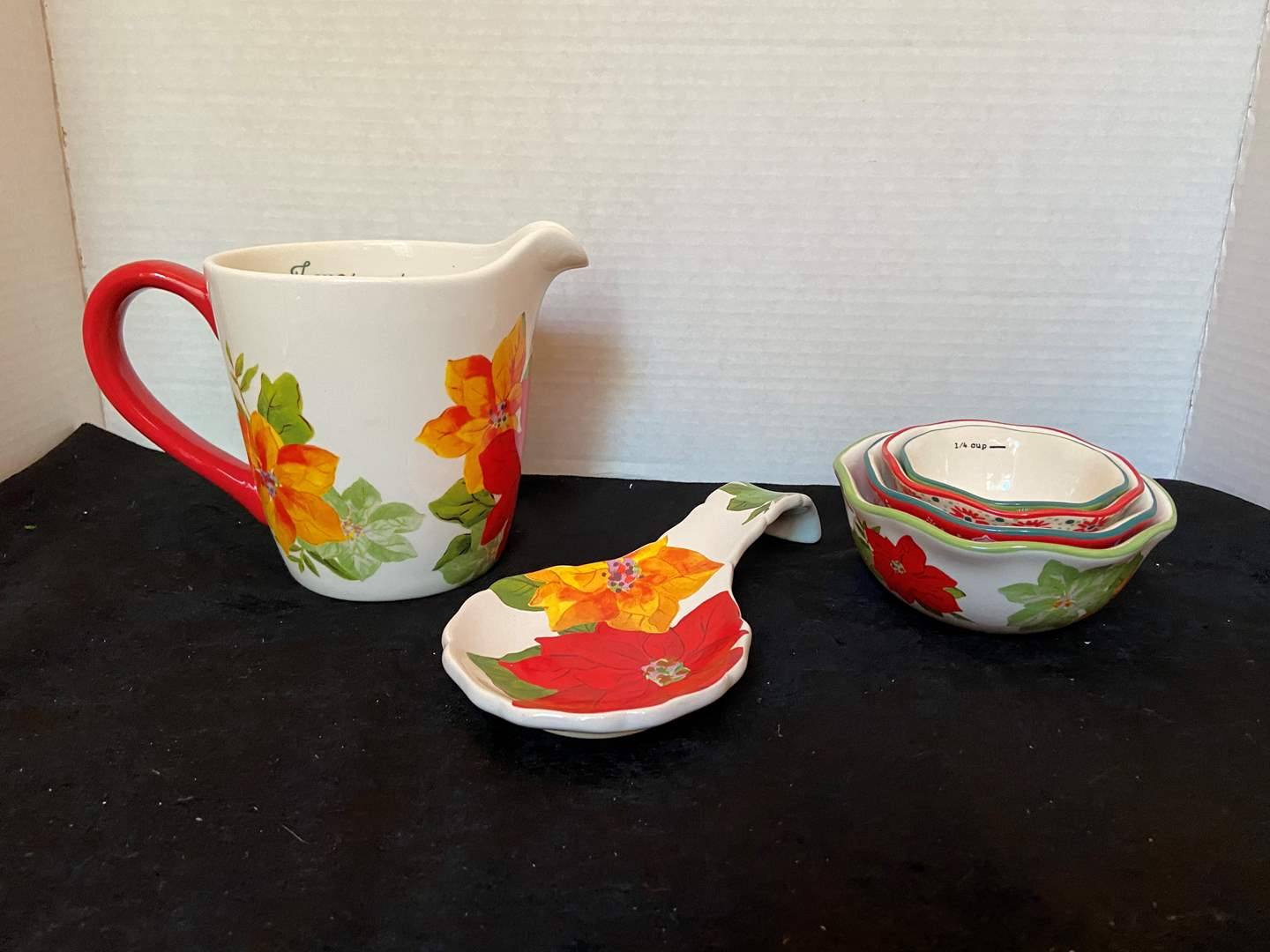 Lot # 323 Pioneer Woman Large Measuring Cup, Measuring cups & Spatula Holder