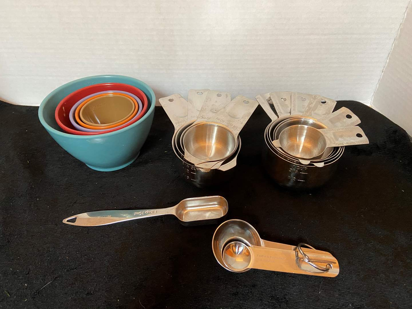 Lot # 326 Misc Measuring Cups