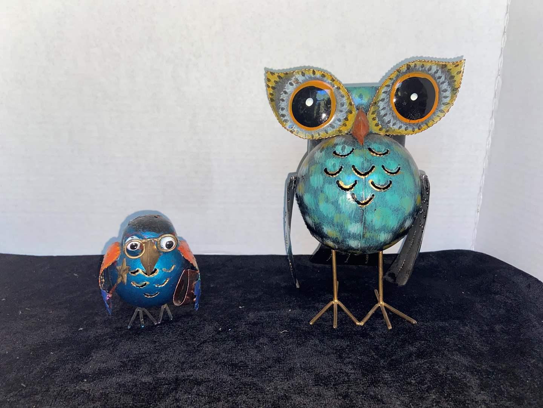 Lot # 332 Metal Owl & Bird Decor