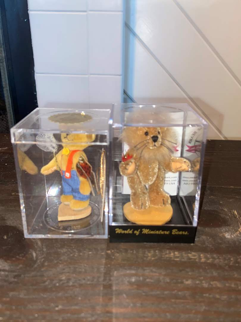 Lot # 402 Collectible Figurines