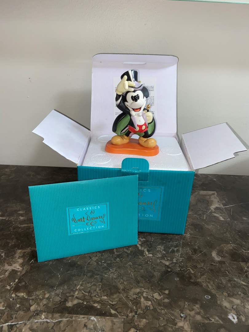 Lot # 407 Disney Classic figurine Magician Mickey on with Show member pin 1997