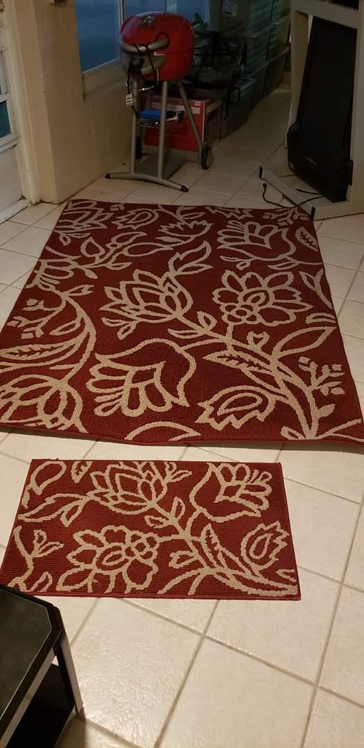 Lot # 420 Nice 5x7 area rug w/ matching throw rug