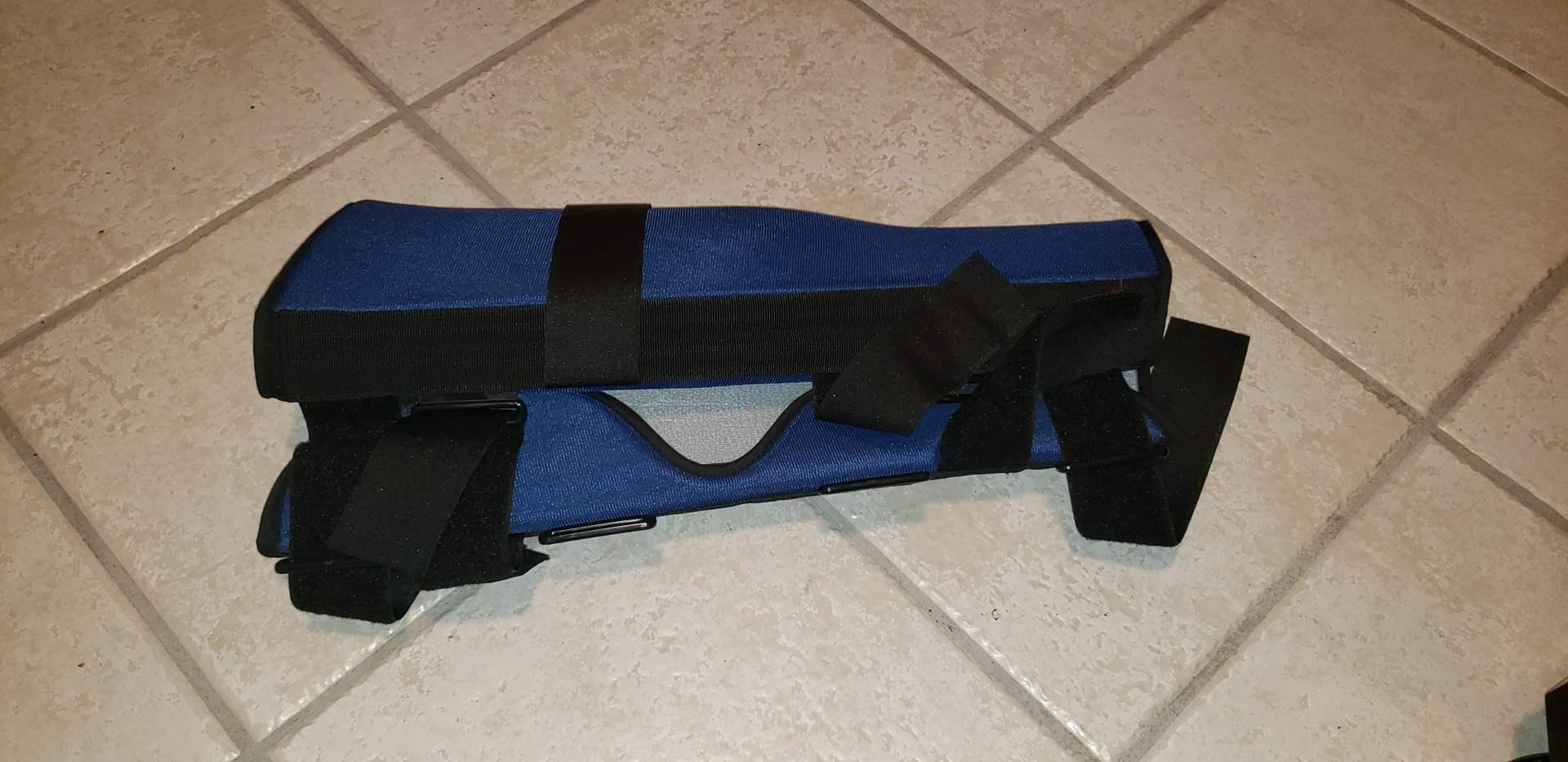 Lot # 424 Knee Brace - Like New - Size Large