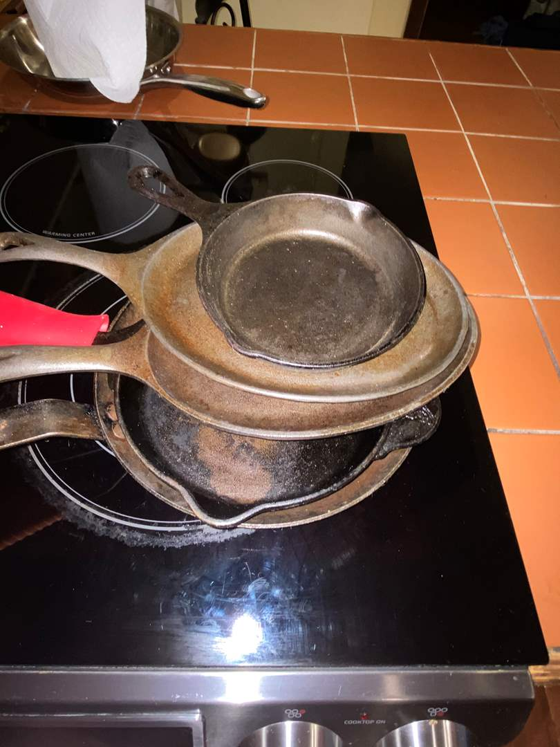 Lot # 497 (6) Cast Iron Pans (Lodge, Pioneer Woman & Unmarked)
