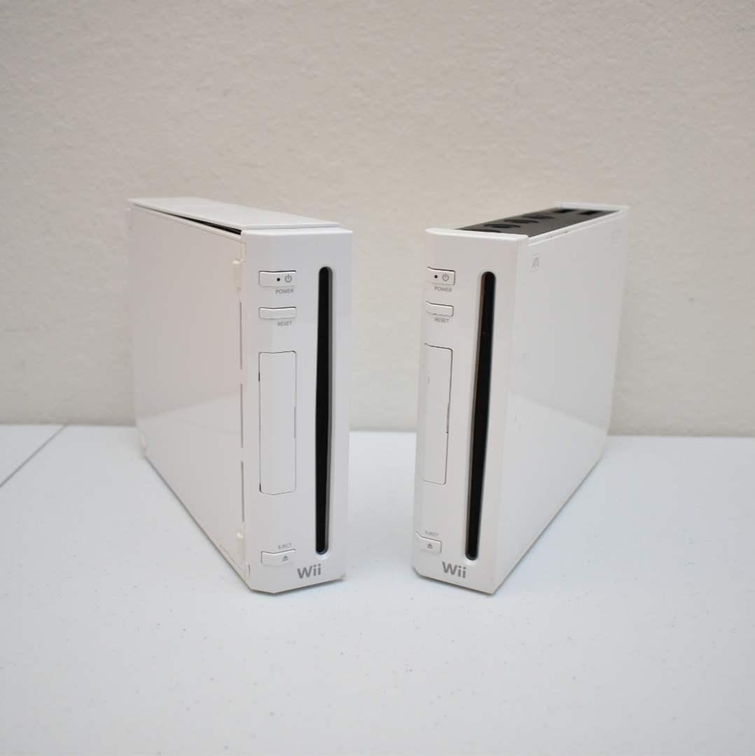(2) Nintendo Wii Consoles