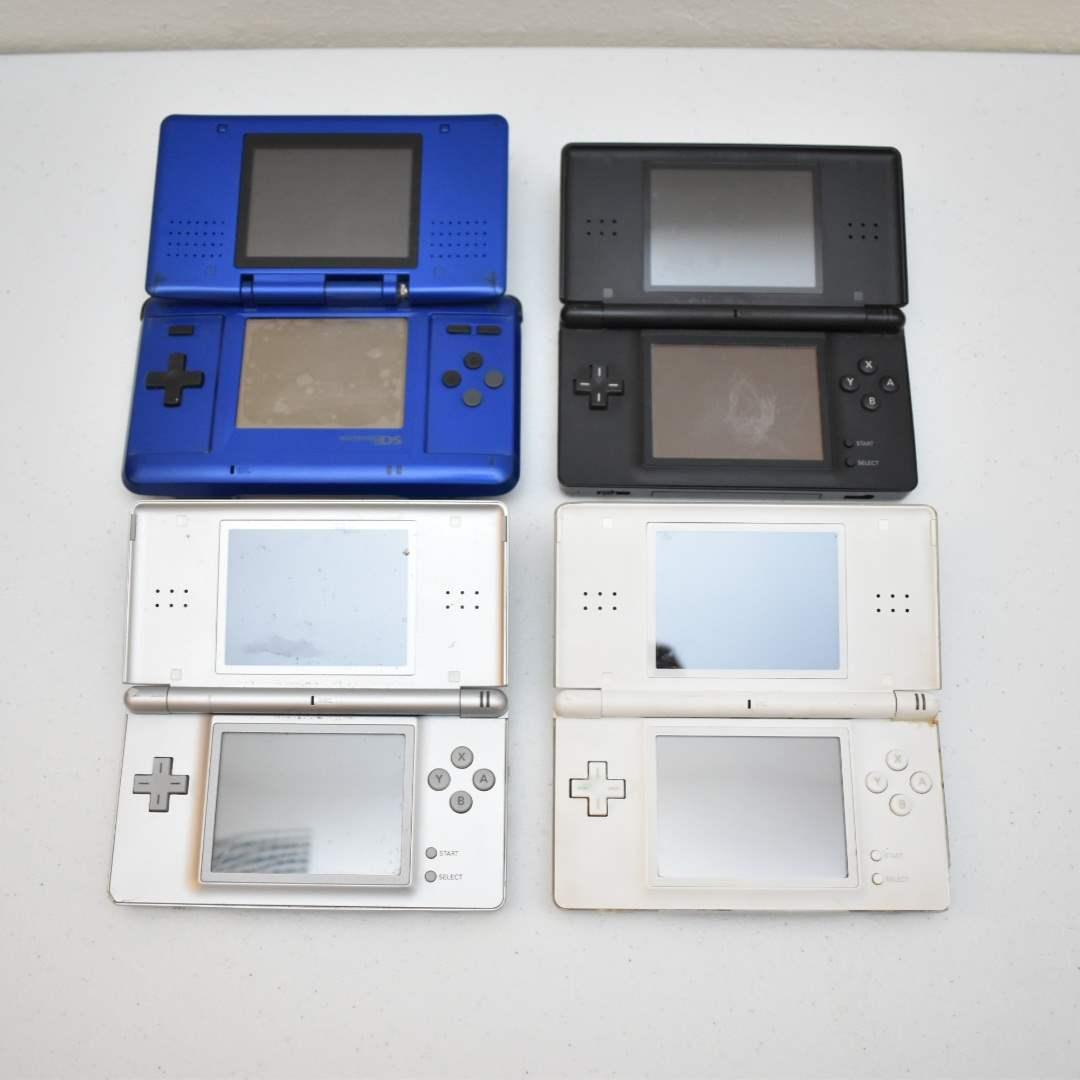 (4) Nintendo DS Consoles
