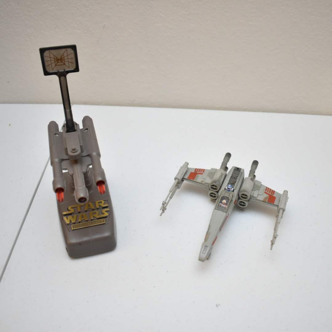Vintage STAR WARS Skywalker X-Wing with Interactive Stand