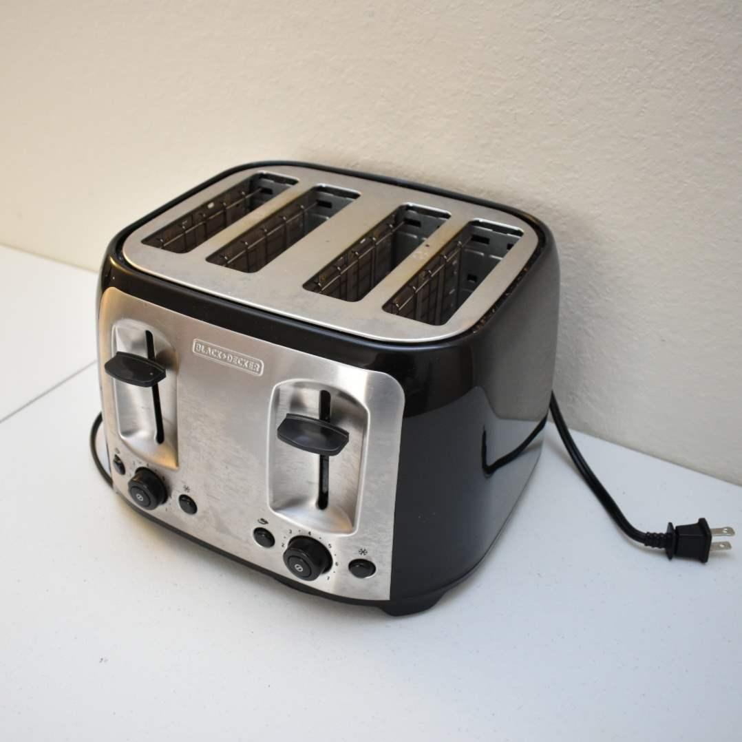4-Piece Black & Decker Toaster
