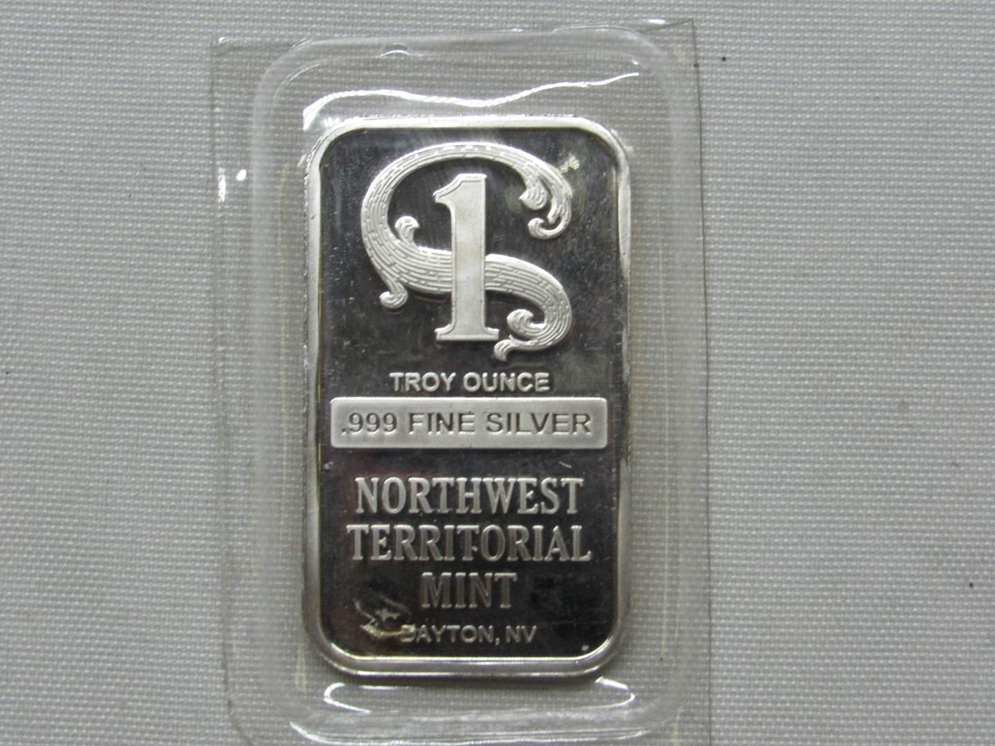 Lot # 146  Great Sealed .999 One ounce Northwest Territorial Silver Bar (BRILLIANT) (main image)