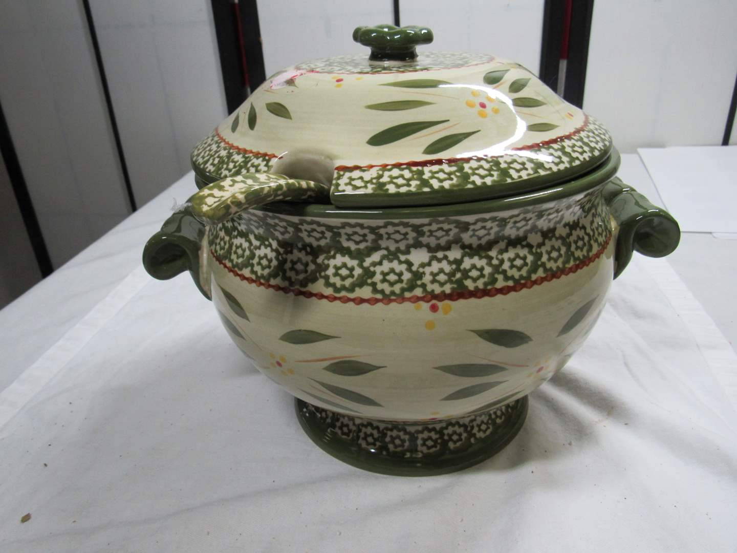 Lot # 84 Great TempTations covered tureen w/ladle perfect condition (main image)