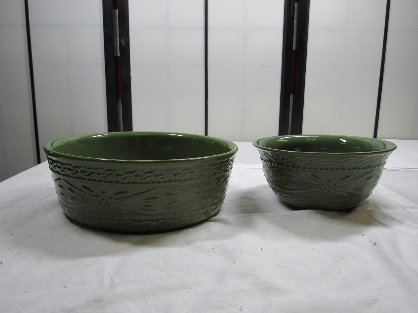 Lot # 89  2 PCs Temp-Tations 1 dog bowl? & 1 small mixing bowl (main image)