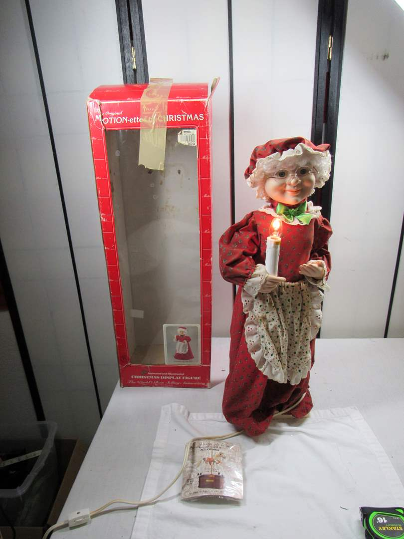 """Lot # 251  Large 26"""" Mrs Claus animated (works perfectly) (main image)"""