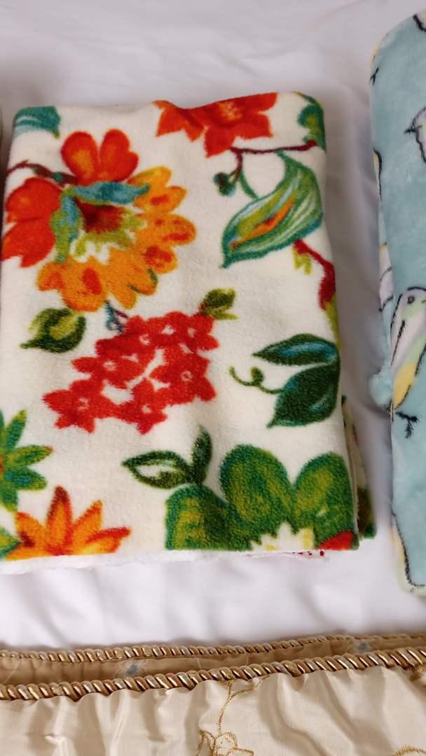 Lot # 140 3 blankets, 2 bath mats and 1 lap blanket