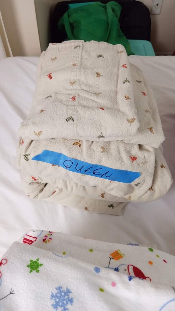 Lot # 145 5 Sets of Queen/Full Bedroom linen