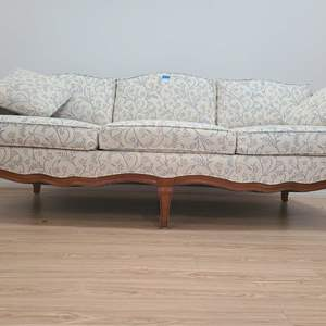 Auction Thumbnail for: Lot # 1 Beautiful Thomasville Victorian Style Couch