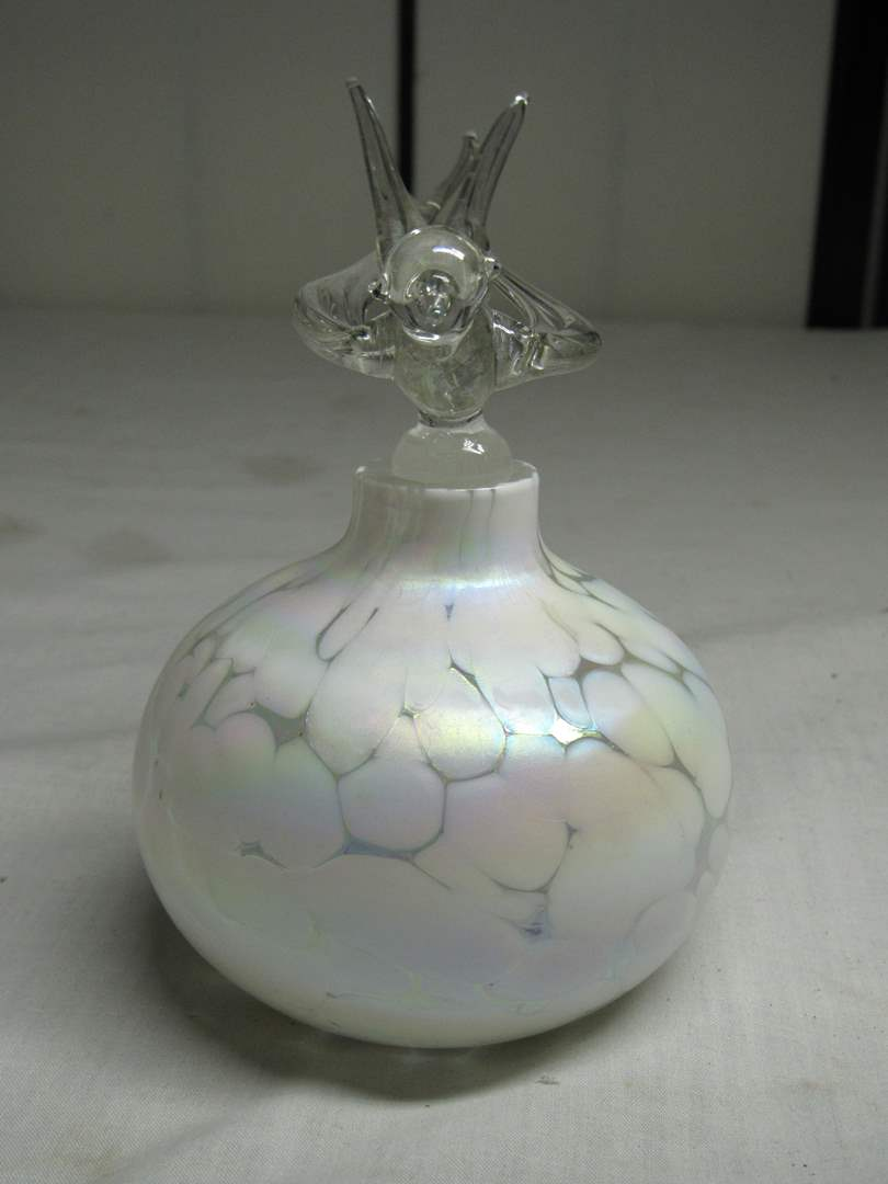 Lot # 34  Beautiful opalescent perfume bottle with bird stopper (main image)