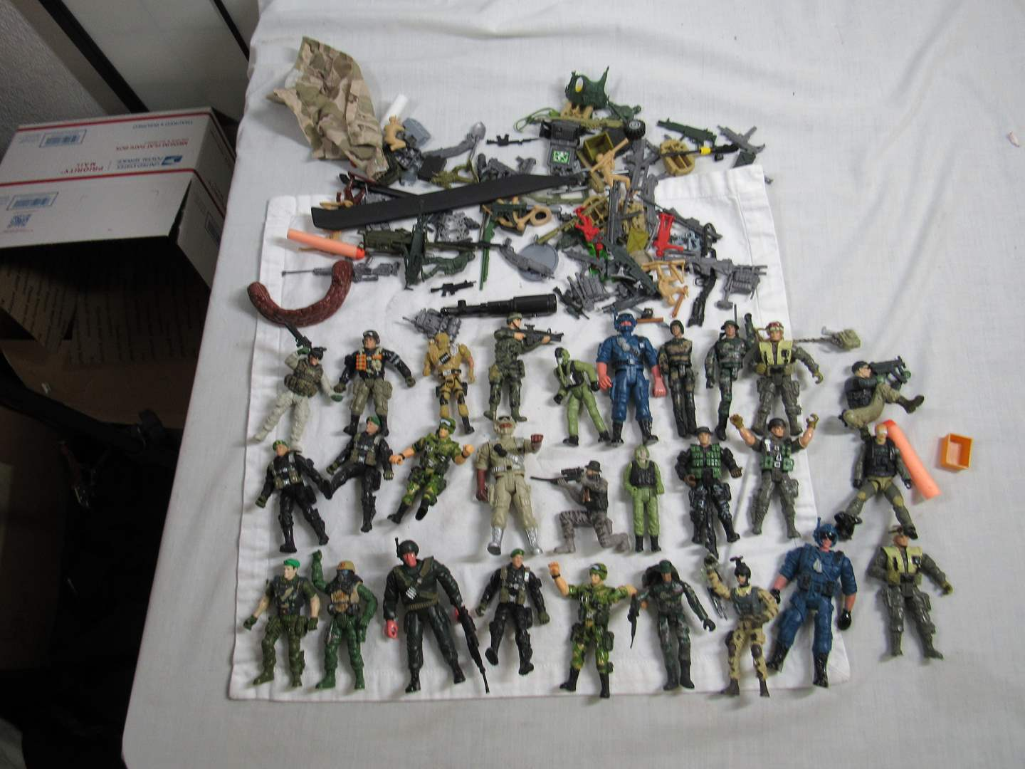 Lot # 250  Large collection of Army men (look closely there are a LOT) (main image)
