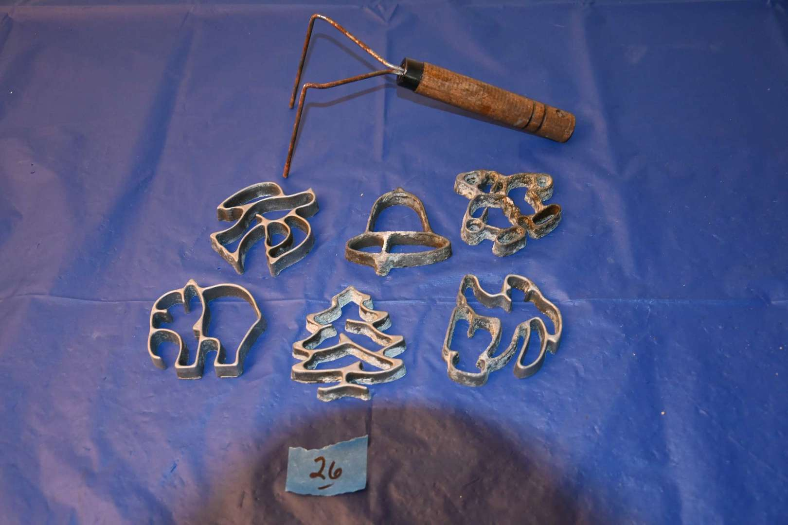 Lot # 26 Vintage aluminum molds with handle
