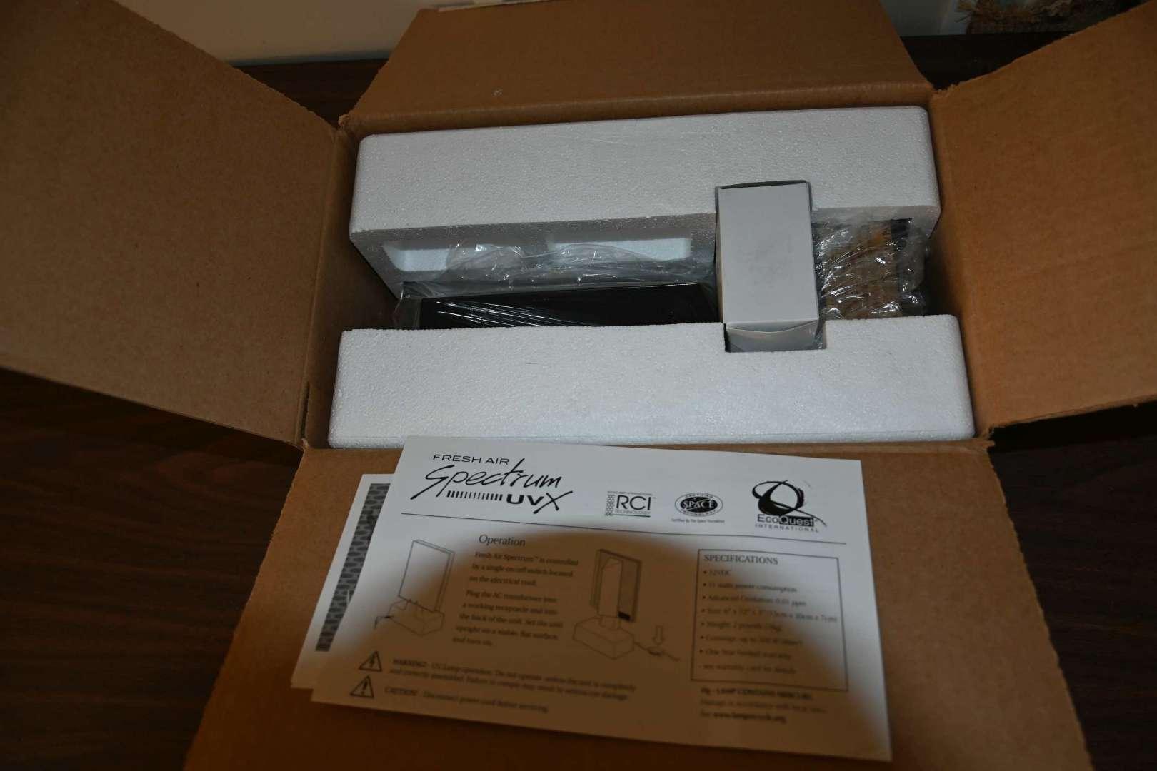 Lot # 135 UV light air purifier *NEW*