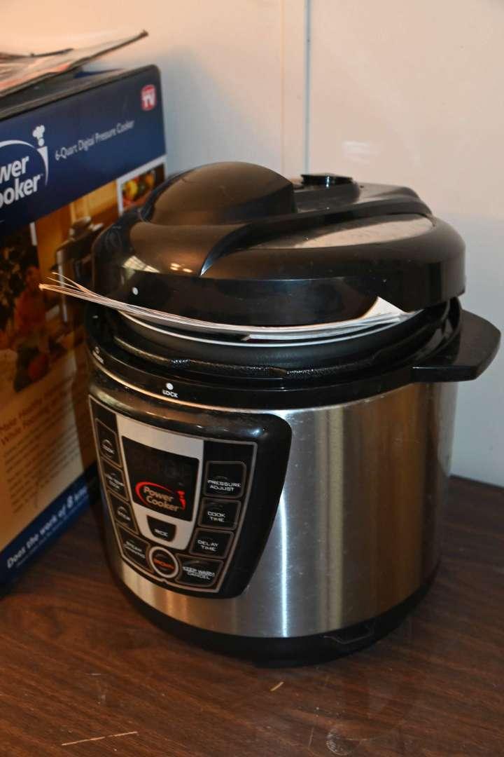 Lot # 165 Digital pressure cooker LIKE NEW