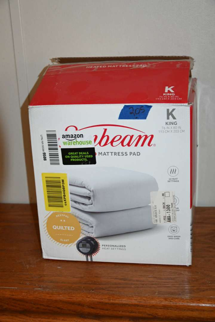 Lot # 205 SUNBEAM King sized quilted heating pad