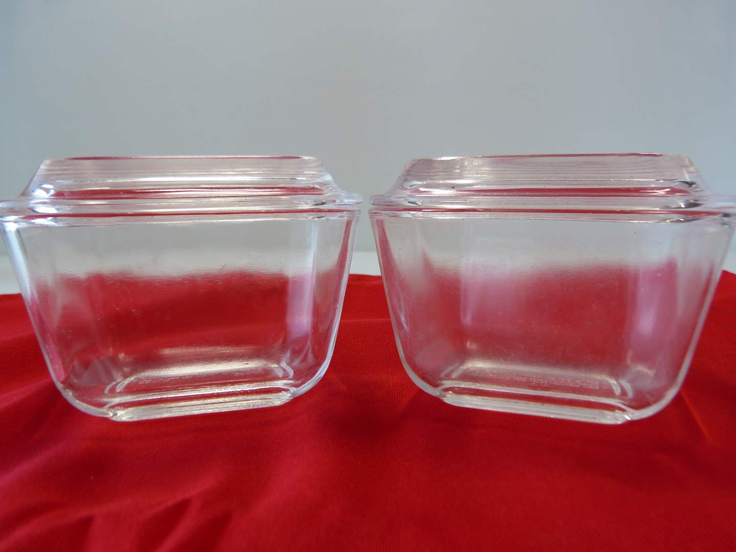 Lot # 41  2 vintage space saver covered Pyrex containers (main image)
