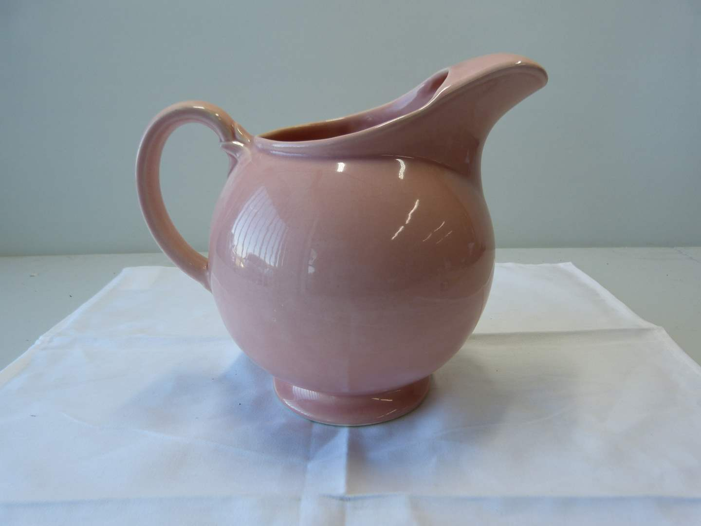 Lot # 85  Great pink vintage Lu-Ray Pastel U.S.A pitcher w/ice lip (main image)